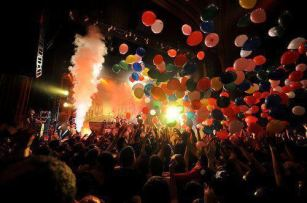 balloons-concert-fun-life-night-Favim.com-288607